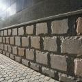 Плита гранитная фасадная. Облицовка фасада выполнена из обработанной гранитной плиты.