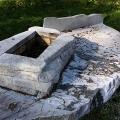 Мангал и столешница изготовлены из натурального камня гранит.