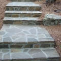 Камень серицит использован для благоустройства лестницы