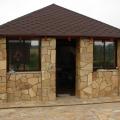 Златолит - натуральный камень. Облицовка фасада беседки и отмостка выполнена златолитом.